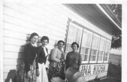 Ballina's Greek women at the Kiosk