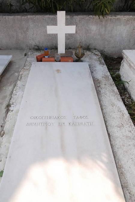 Family Plot, Dimitrios Em. Kasimatis