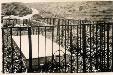 Gravestone of  Haralambos Ioannis and Kalomeri Souris