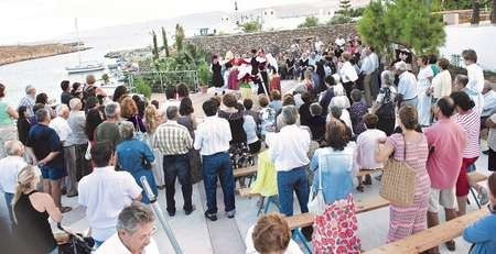 Large crowd gathered for the Ayiasmos ceremony at Avlemonas