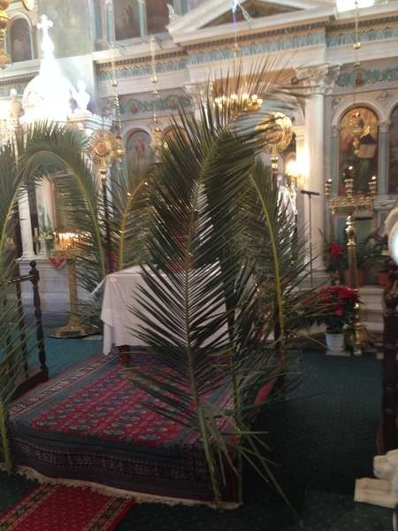 Second altar amongst the congregation