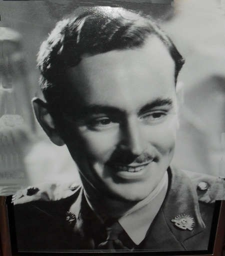 Hugh Gilchrist. Career diplomat..... - 1941 Hugh Gilchrist as an  Army officer, serving in New Guinea