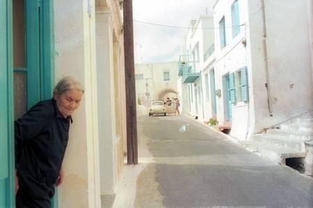 narrow streets of hora