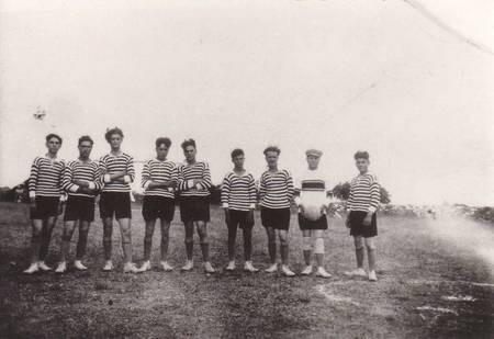 Pitsinianika Soccer Club 1930