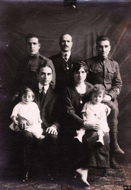The Simos Family from Logothetianika
