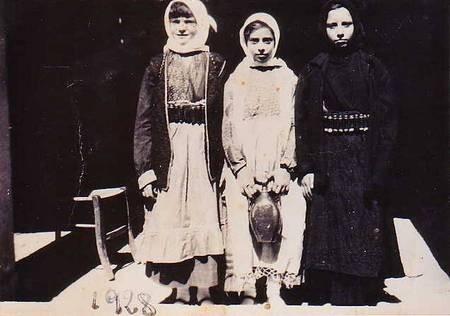 Unknown Kytherian girls 1928