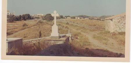 Theo Cominos  [Palavras] Mothers Gravesite