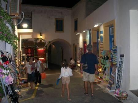 The walkway at night leading down from Fosfanari