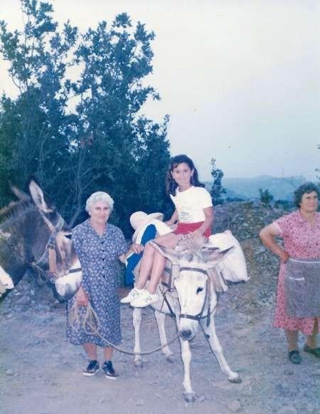 Zaharoula, unknown girl & Katina - August 1986