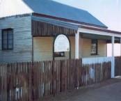 Cassimatis cottage - Muttaburra. Side view.