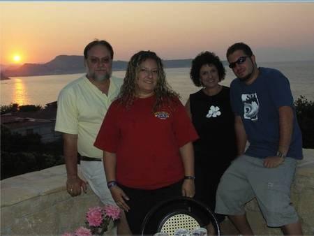 Vikki (Chlentzos-Alfieris) Vrettos and Tom Fraioli and family.