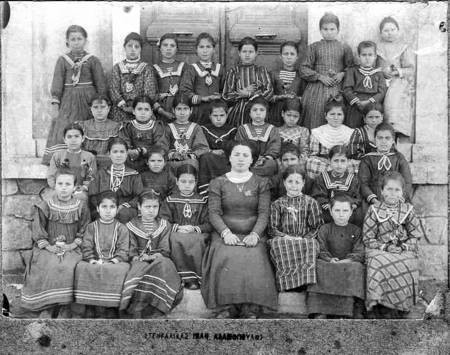 Mama at School Kondolianika 1908