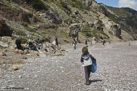 Kytherian Initiative's beach cleanup - Cleaning Fyri Ammos 1sA