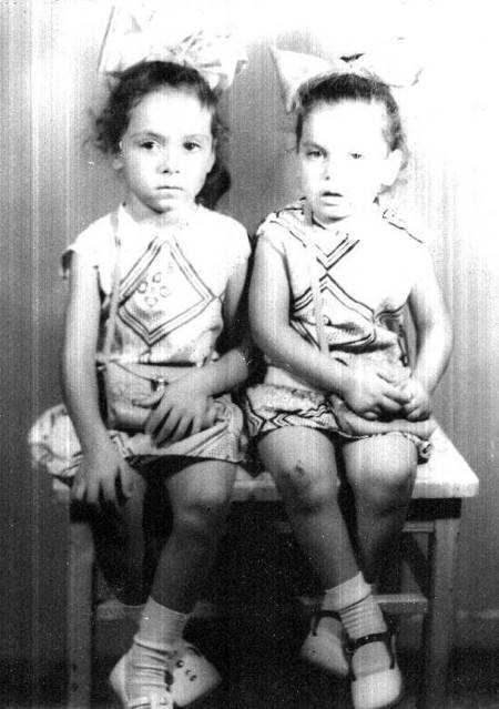 Two little girls with bows