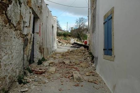 Earthquake of 8.1.2006 – an off-limits street in Mitata