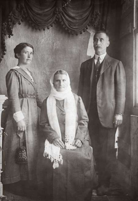 Panagiotis, Eleni and Stamatina Chlentzos