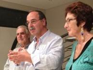 Mayor Theothori Koukoulis flanked by Michael and Carol Mallos