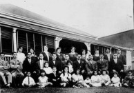 Freeleagus family in front of a house in Stanley Street, South Brisbane, ca. 1925