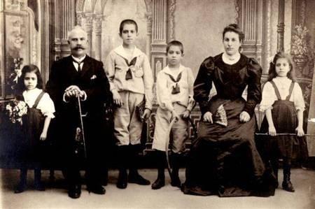1908 Kosmas Galakatos & family