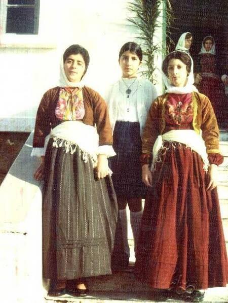 Schoolgirls before the parade