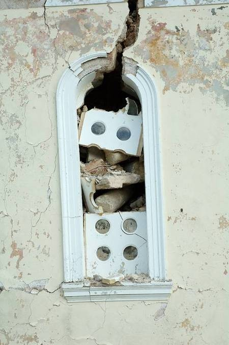 Earthquake of 8.1.2006 – Mitata church, a window