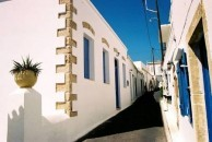 The narrow lanes of Hora
