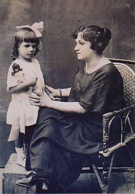 Calocerinos(Kalokairinou) Maria and Pipitsa  1923