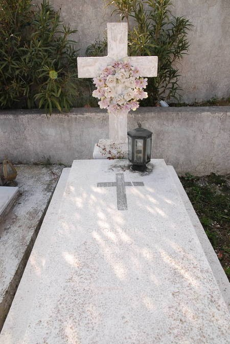 Family Plot, George Veneris family