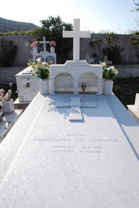 Grave of Panagiotis Em. Drakakis