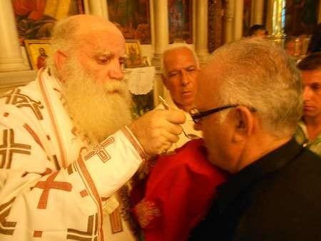 Brisbane Kytherian stalwart, Peter Vamvakaris receives communion